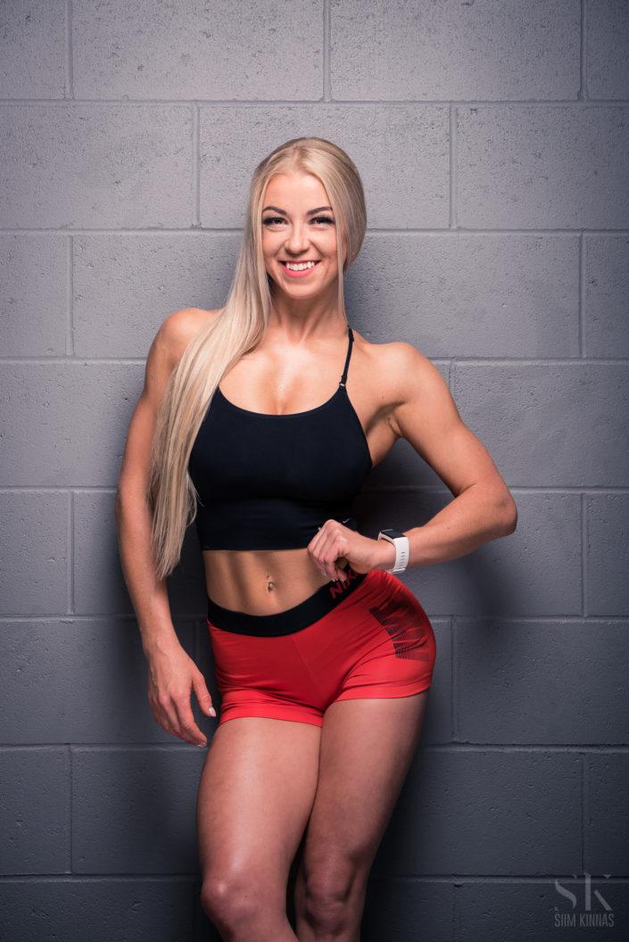 Kerli Djomina, bikiinifitness atleet, fitness fotosessioon