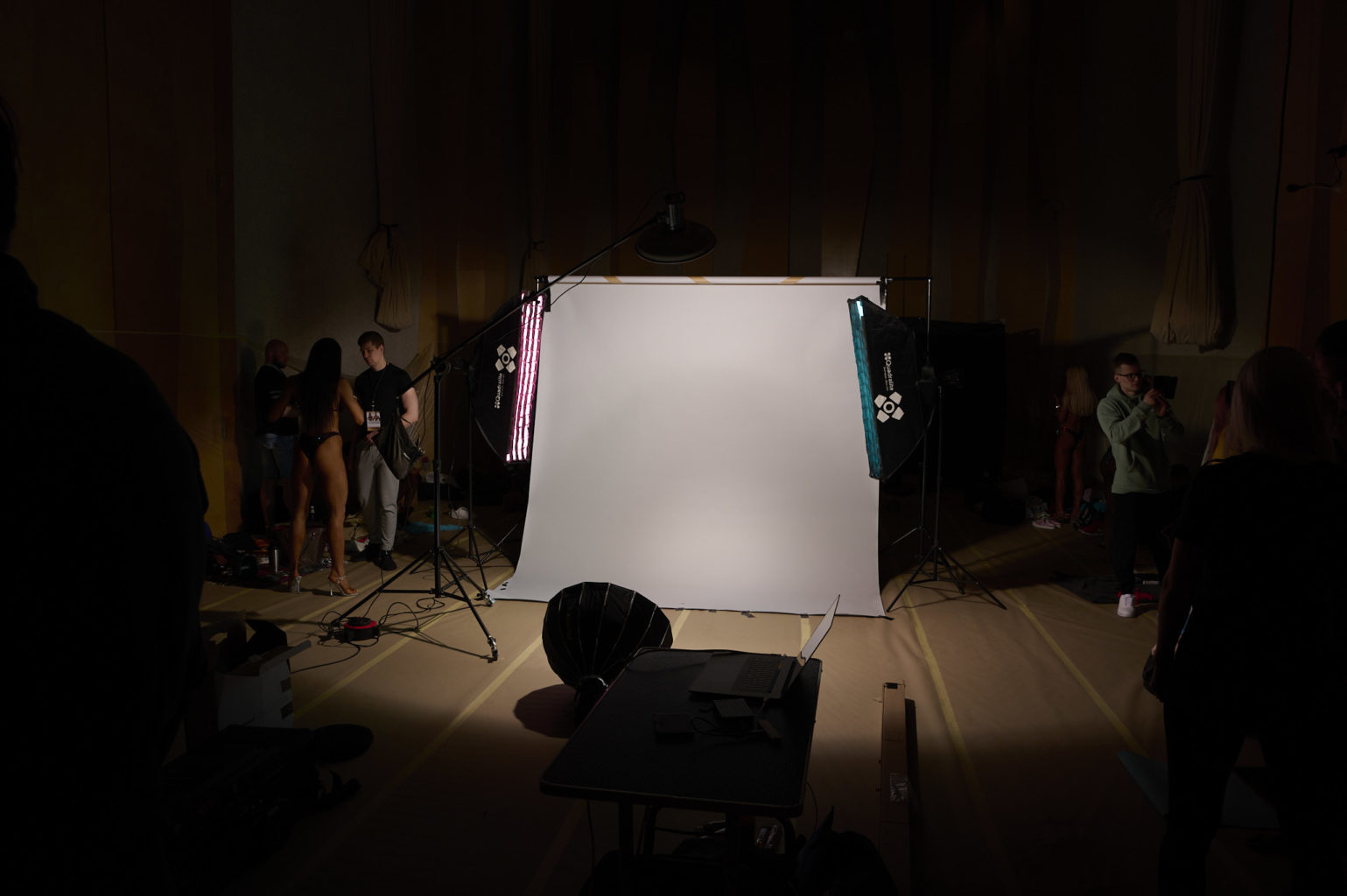Siim Kinnas fitness fotograaf lavatagune stuudio 2021 EKFL karikavõistluste ajal